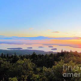 Elizabeth Dow - Sunrise over Porcupine Islands