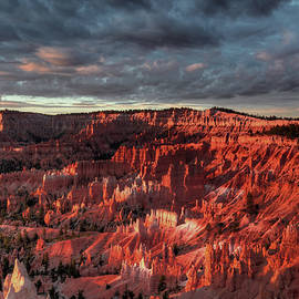 Mike Deutsch - Sunrise With Clouds At Bryce Canyon