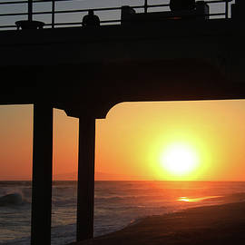 Mariola Bitner - Sunset at Huntington Beach Pier