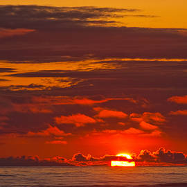 Jeff Goulden - Sunset Over the Pacific Ocean