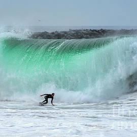 Eddie Yerkish - Surfing The Wedge