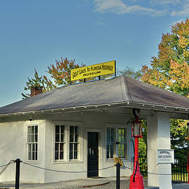 Ben Prepelka - Tazewell Street Station