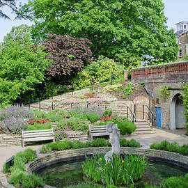 Andy Smy - TERRACE GARDENS Richmond Hill gardens with the famous view from the hill