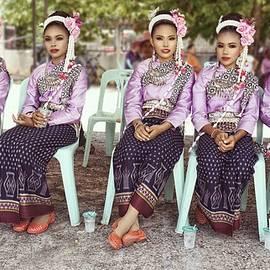 Ian Gledhill - Thai Culture Girls