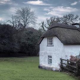 thatched cottage - Joana Kruse
