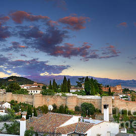 Guido Montanes Castillo - The Alhambra and Albaicin at sunset