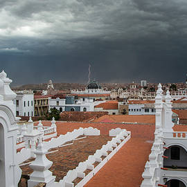 Venetia Featherstone-Witty - The Coming Storm Sucre Bolivia