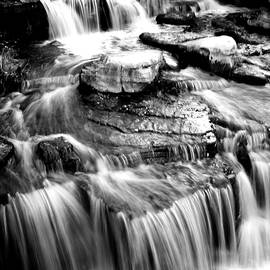 Daniel Thompson - The Falls at River Place BW