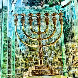 Elena Comens - The Golden menorah