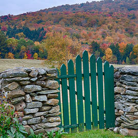 Jeff Folger - The green door in autumn