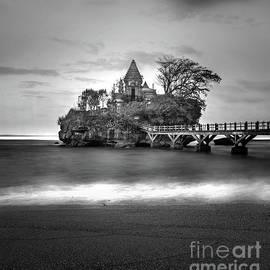 Dika yudha Rio p - The last Temple in Balekambang beach