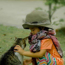Michelle Meenawong - The Little Girl And Her Cat