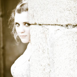 Loriental Photography - The Look Behind the Pillar