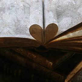 Georgia Fowler - The Love of a Book