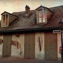 Toni Abdnour - The Oldest Bar