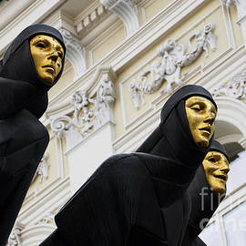 RicardMN Photography - Three Muses on the Lithuanian National Dramatic Theatre in Vilnius