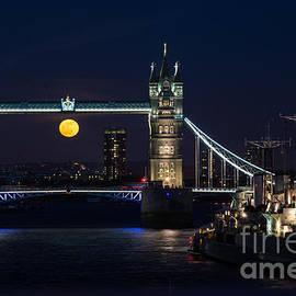 Marcin Rogozinski - Tower Bridge Full Moon 2