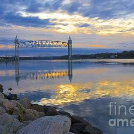 Amazing Jules - Train Bridge Sunrise