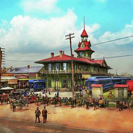 Mike Savad - Train Station - Louisville and Nashville Railroad 1905