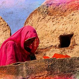 Sue Jacobi - Travel Exotic Woman on Ramparts Mehrangarh Fort India Rajasthan 1a