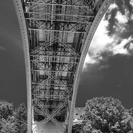 Michelle Meenawong - under the Kirchenfeld Bridge