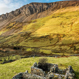 Adrian Evans - Valley Ruins