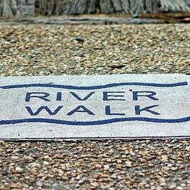 Cynthia Guinn - Walk The Riverwalk
