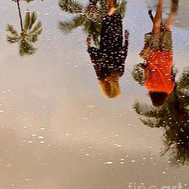 Michael Cinnamond - Walking in the Rain