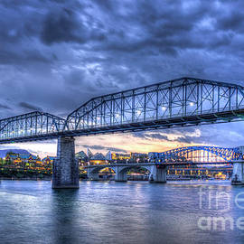 Reid Callaway - Walnut Street Pedestrian Bridge Chattanooga Tennessee