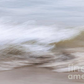 Elena Elisseeva - Water and sand abstract 2