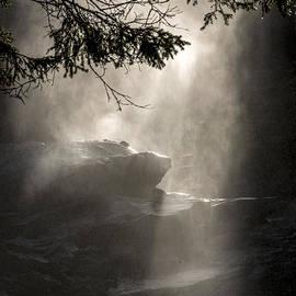 Arik Baltinester - When sunlight and water spray meet