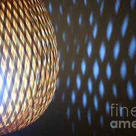 Gregory DUBUS - Wicker lamp with glow projection light