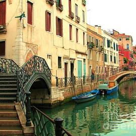 Barbie Corbett-Newmin - Winding Through The Watery Streets of Venice