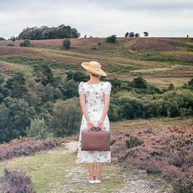 woman on a hill - Joana Kruse