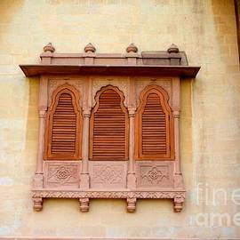 Imran Ahmed - Wood carved shutters and ornate window Mohatta Palace Museum Karachi Sindh Pakistan