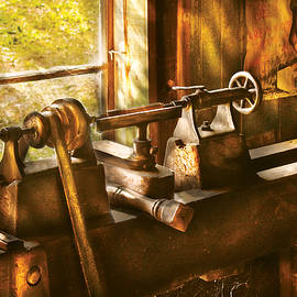 Mike Savad - Woodworker - An Old Lathe