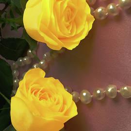 Johanna Hurmerinta - Yellow Roses And Pearls