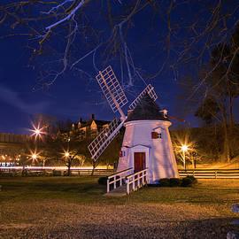 Amy Jackson - Yorktown Windmill at Night