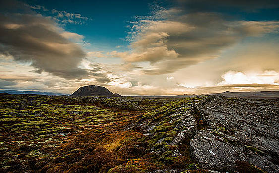 The earth cracks open by Petur Mar Gunnarsson