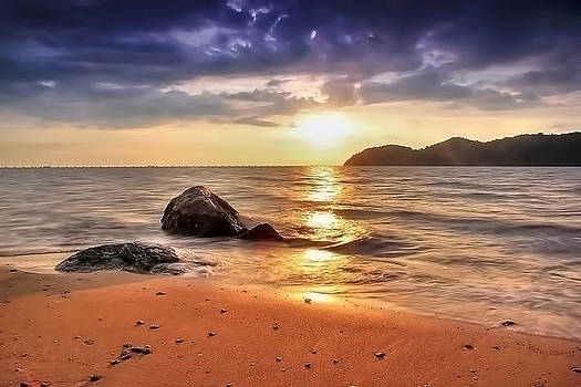 Golden Wave - sunset by Sham Osman
