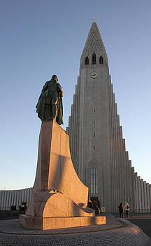 Hallgrimskirkja Church and Leif Erikson statue by Derek Sherwin