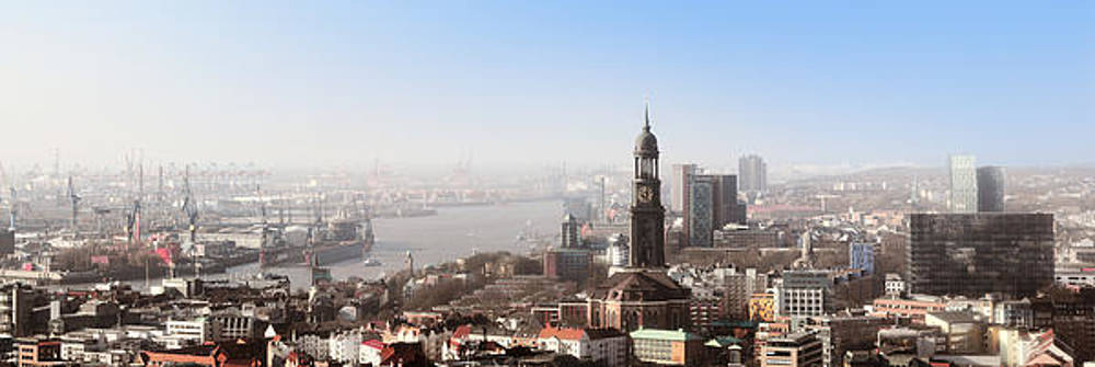 Hamburg Elbe Panorama by Marc Huebner