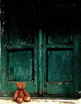 Hopeful teddy bear by Donatella Muggianu