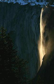Horsetail falls on fire at Yosemite by Jetson Nguyen