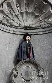 Manneken Pis in Brussels dressed as Dracula by Kiril Stanchev