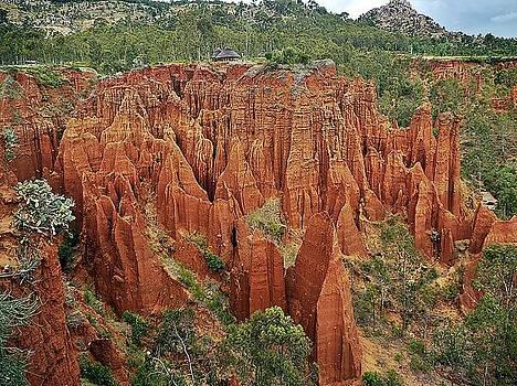 Sandstone cliffs by Liudmila Di