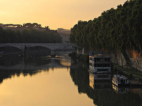Sunset over river Tiber in Rome by Kiril Stanchev