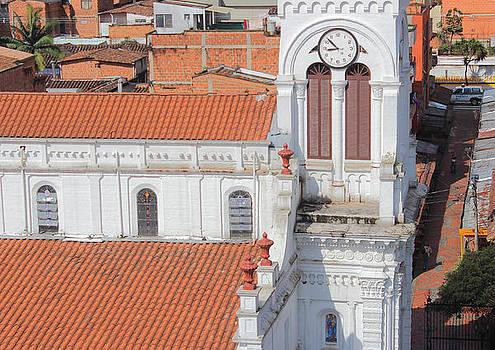 Torre Santa Ana Sabaneta by Juan Correa