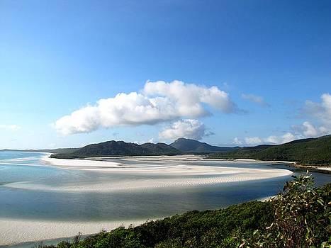 Whitehaven Beach by Elizabeth Hardie
