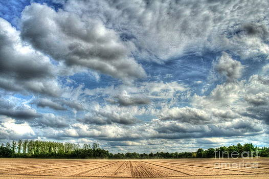 Clouds and dirt by Loic  GIRAUD